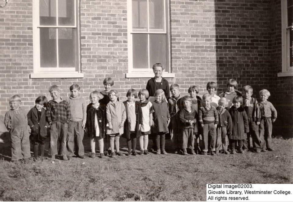 Sarah_Louisa_Conklin_with_School_Children